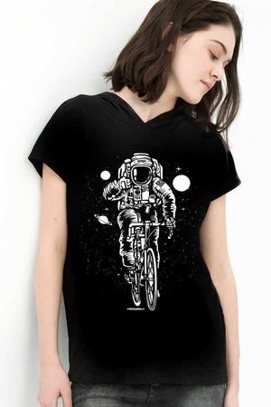 Rock & Roll - Bisikletli Astronot Siyah Kapşonlu Kısa Kollu Kadın T-shirt