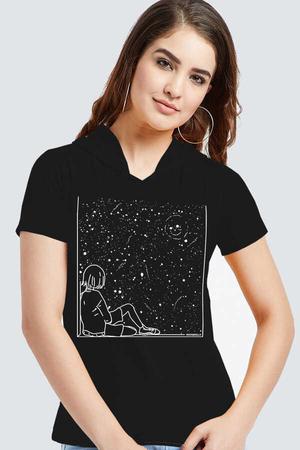 - Evrensel Gülüş Siyah Kapşonlu Kısa Kollu Kadın T-shirt